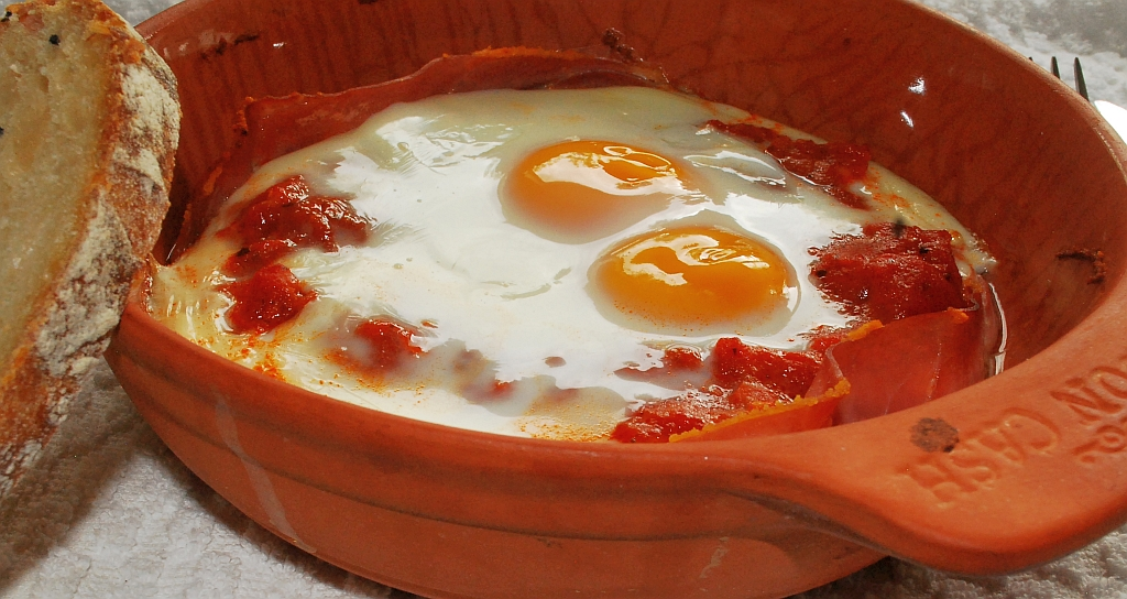 Eggs and tomatoes bake