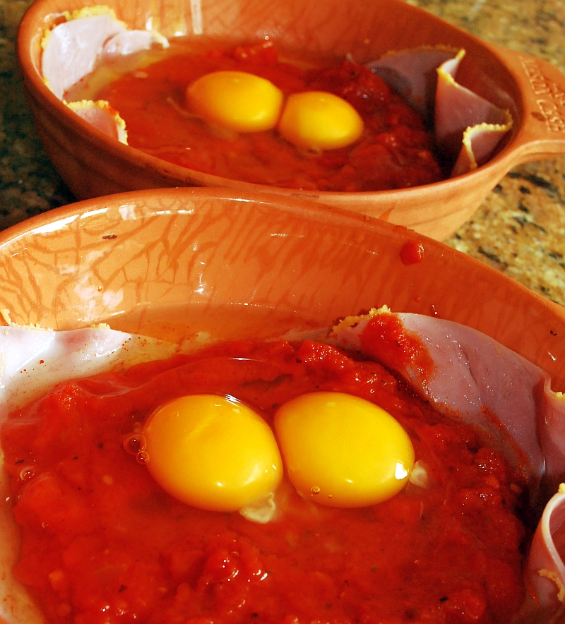 Raw eggs over tomatoes