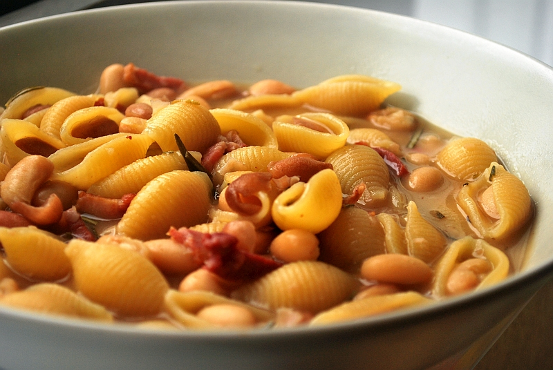 Beans and rosemary pasta