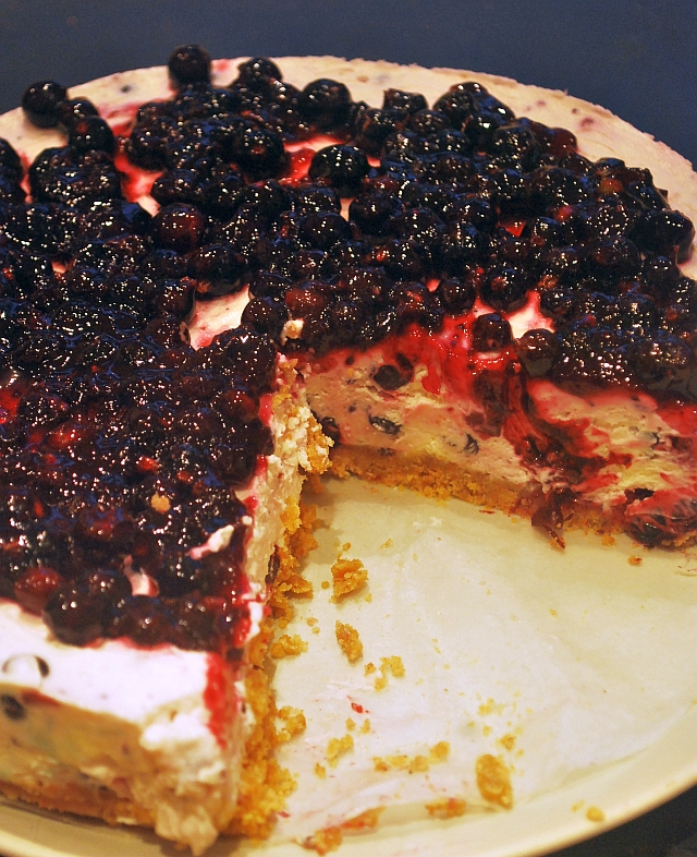 Serving blackcurrant cheesecake