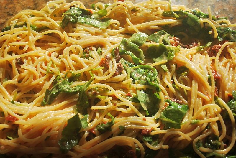 Spaghetti and eggs mix