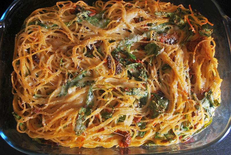 Spaghetti and eggs pasta mix