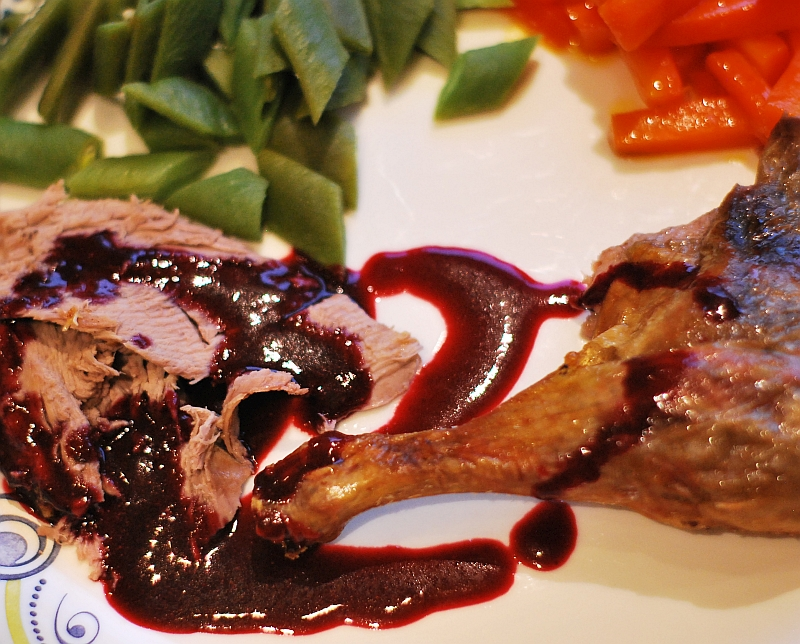 duck and blackcurrants sauce